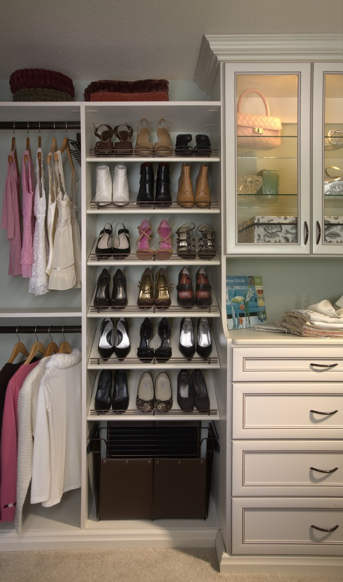 fabulous 39 me 39 closet capital closets. Black Bedroom Furniture Sets. Home Design Ideas